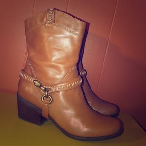 B. Makowsky Brown Leather Western Harness Boots